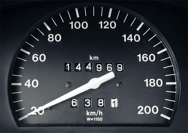 Boj se stočenými tachometry dopadne na nevinné majitele vozů